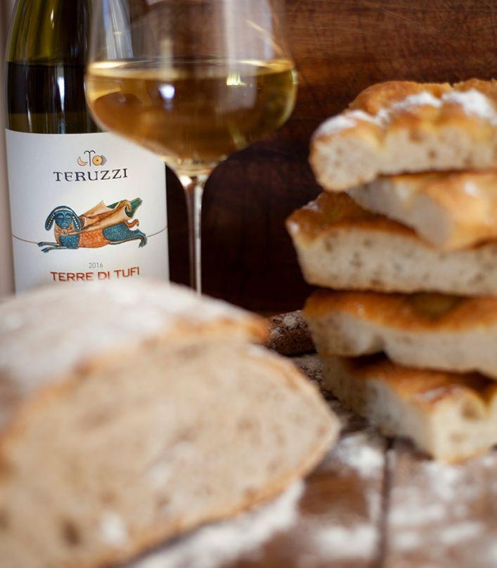 Toscana inedita e suggestiva: tour guidato della cantina con degustazione di 3 vini e light lunch
